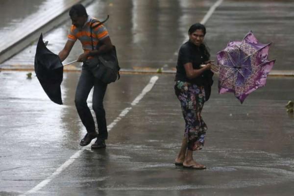 當地氣象部門則說,低壓帶已緩慢離開斯里蘭卡並轉往印度南部,近日暴雨將會減緩,但強風仍會持續數天。(路透)