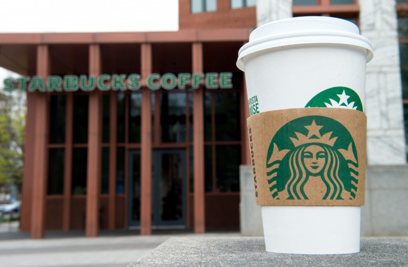 星巴克計畫在2020年前,將咖啡杯的可回收性與再利用性提升1倍。(法新社)