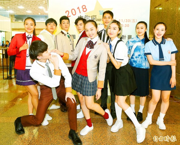 A model on Friday last week wears the winning uniform design by Lo Cho-wei, a second-year student at Blessed Imelda's School in Taipei, for a competition organized by the Ministry of Education. Photo: Fang Pin-chao, Taipei Times
