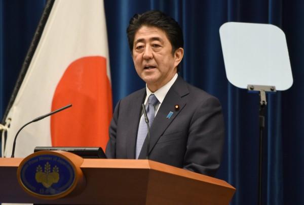 日本首相安倍晉三在東京時間14日下午6時發表「安倍談話」。(法新社)