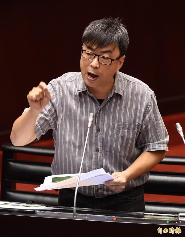 馬英九在馬習會後召開記者會稱,中國佈署的飛彈並不是針對台灣。對此段宜康痛批,飛彈不針對台灣,是要在台灣海峽炸魚喔?(資料照,記者簡榮豐攝)