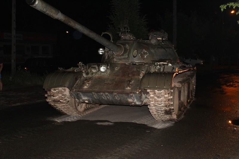 台中當舖日友汽機車借錢最新國際新聞-在波蘭小鎮帕延奇諾(Pajęczno)街道上的T55坦克。(圖擷自Lodzka Police網站)