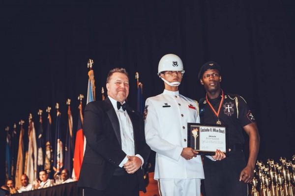 海軍儀隊上兵蘇祈麟獲頒特別獎。(三角鐵影像工作室提供)