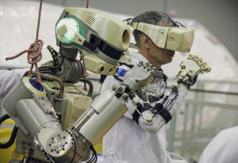 「類人型機器人」Fedor可以模仿人的動作。(法新社)
