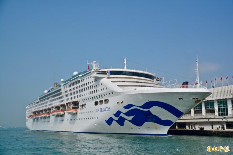 「太陽公主號遊輪」(見圖)預計明天早上自琉球返抵基隆港,不過船上遊客抱怨這趟4天3夜行程接連延誤,醞釀罷船抗議。(資料照,記者莊士賢攝)