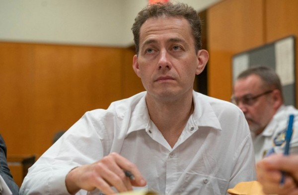 美國股票經紀人柯弗林(Rod Covlin)勒死妻子,並誣陷是當時年僅9歲的女兒害妻子跌進浴缸裡溺斃。(圖擷自@messiah_lost推特)