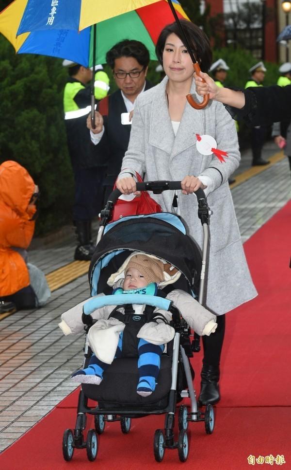 余宛如就職時想帶6個月大的兒子進議場參加宣誓典禮被拒絕,她希望能建立親善嬰幼兒環境,從立法院帶頭示範。(資料照,記者張嘉明攝)