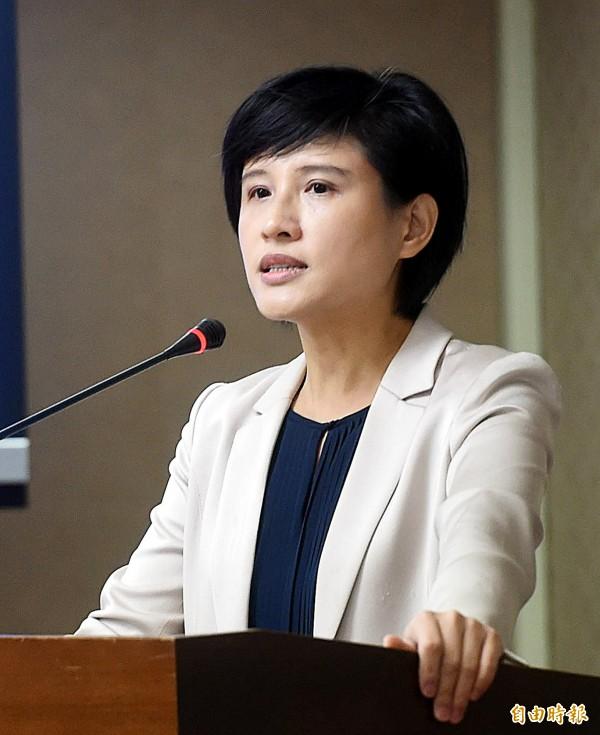 民進黨立委鄭麗君在立法院內政委員會說明修法提案。(記者方賓照攝)