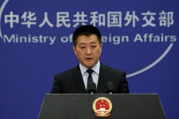 中國外交部發言人陸慷表示,中國在網路上也是遭到惡意攻擊的受害者。(路透)