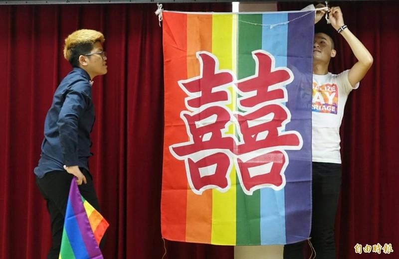 今天5月24日是同性婚姻登記實施首日,嘉義縣第一對同婚新人出現在水上戶政事務所太保辦公室。圖為示意圖。(記者劉信德攝)