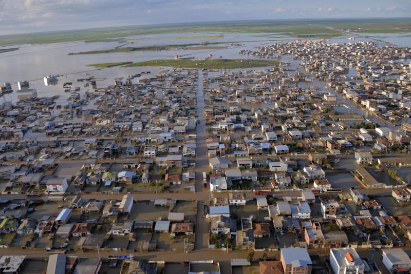 伊朗法爾斯省數千棟房屋遭淹沒。(法新社)