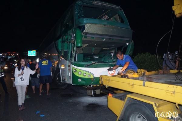 國道中山高岡山路段發生6死11傷車禍。(記者黃佳琳攝)