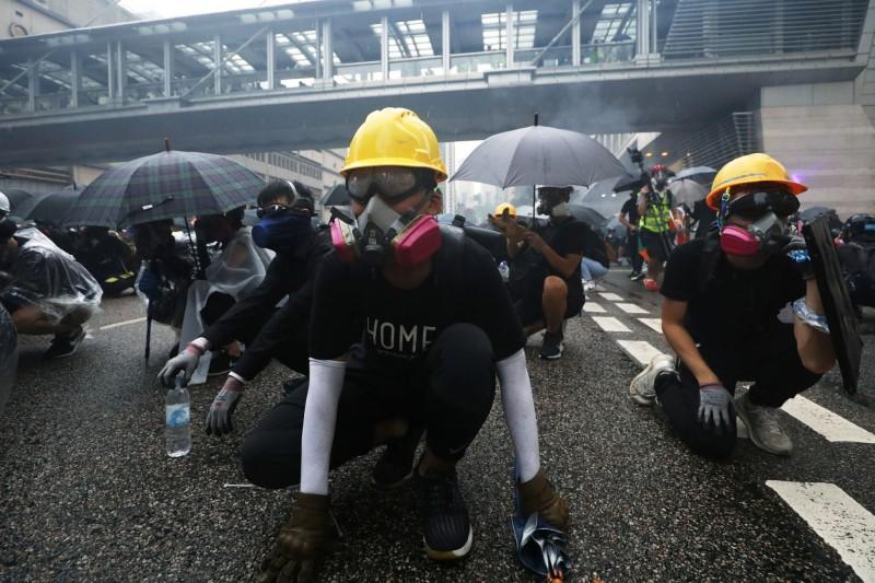 一群熱愛藝術及設計的香港市民,以反送中示威者形象為設計藍本,製作象徵民主的「香港民主女神像」。(歐新社)