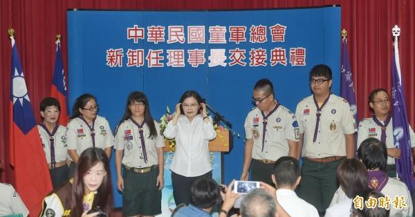 中華民國童軍總會理事長交接典禮30日在台北舉行,總統蔡英文(中)應邀出席。(記者方賓照攝)