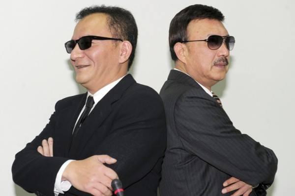 高志鵬今在臉書上傳與余天合照,祝賀余天當選新北市主委,有網友笑稱與電影《MIB星際戰警》十分相似。(圖擷取自高志鵬臉書粉絲專頁)