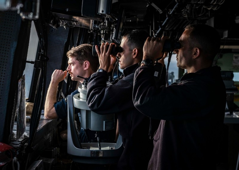 美國海軍第七艦隊今上午在臉書粉專公佈「綠灣號」穿越台海的相關照片。(圖擷取自臉書粉專「U.S. 7th Fleet」)