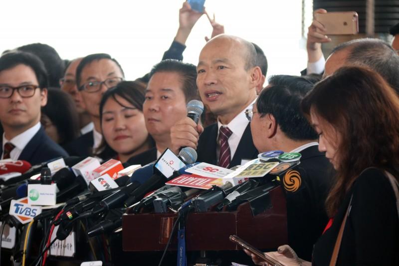 韓國瑜今(22)訪香港,因與中聯辦主任王志民會面,引來港台民眾譁然。(中央社)
