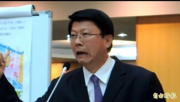 謝龍介在節目上聲稱在車底下看過追蹤器,沒想到高雄市新聞局長王淺秋今天卻向媒體說「目前沒具體發現」、「是合理懷疑有追蹤器」。(資料照)