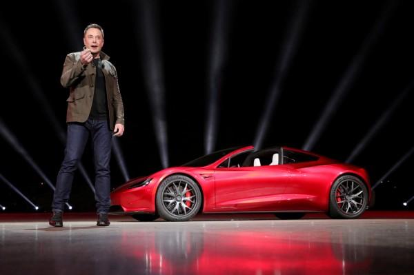 「沒在開玩笑」馬斯克預告 未來特斯拉跑車會飛!