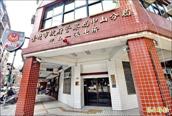台北市中山警分局中山一派出所,日前有員警涉收賄包庇色情業者,今天則傳出中山分局5名警員被帶回調查局偵訊。(資料照)