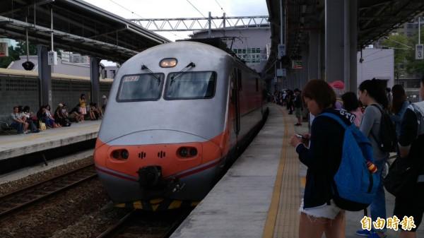 黃姓鐵路警察被請下車後,回嗆對方「叫你來做筆錄」。此為示意圖。(資料照)