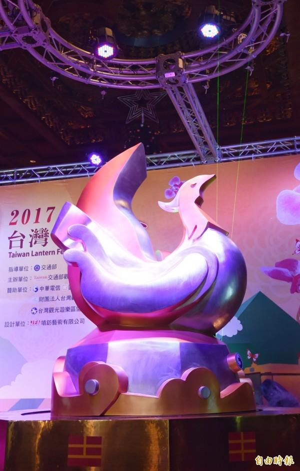 2017台灣燈會雞年主燈「鳳凰來儀」模型亮相。(記者劉信德攝)