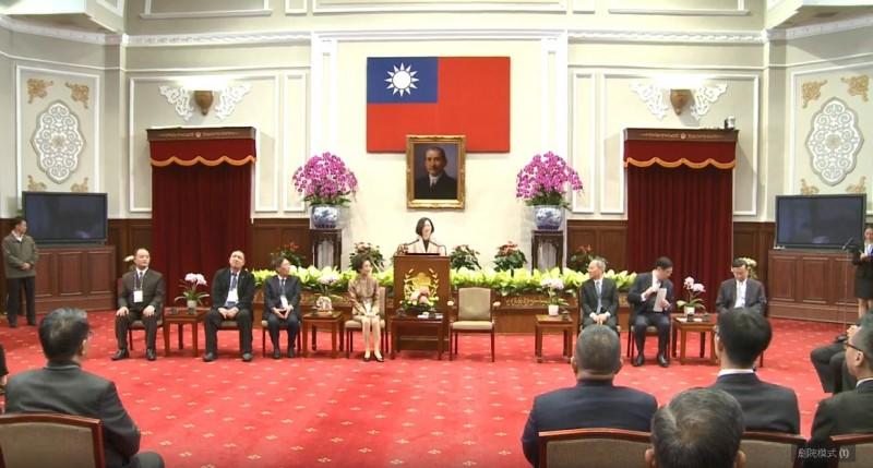 蔡英文總統今天接見「2019年亞洲華人團體會議」與會僑領及代表。(擷取自YouTube影片)