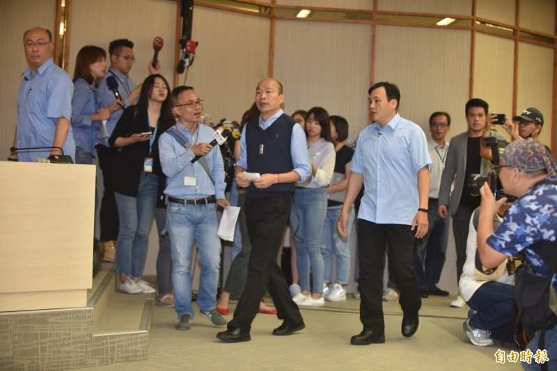 高雄市長韓國瑜今上午結束市政會議後,終於發出字字推敲的5點「聲明」。(記者張忠義攝)