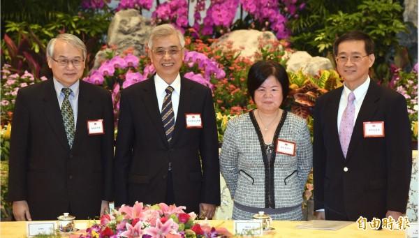 四位大法官被提名人蔡明誠(左起)、吳陳鐶、黃虹霞及林俊益在總統府記者會後一起合影。(資料照,記者王敏為攝)