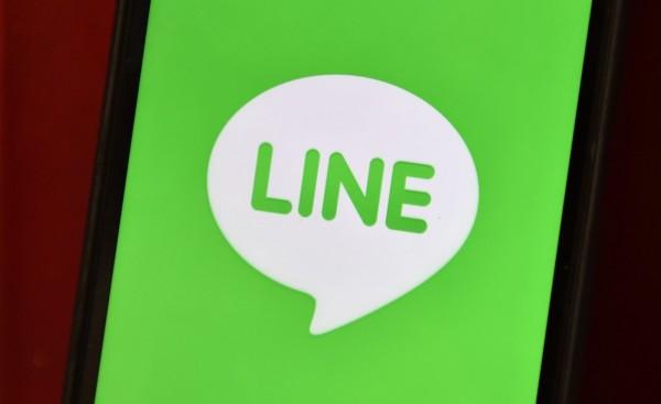 通訊軟體LINE視訊功能升級,新推出的群組視訊通話可同時顯示4人畫面,並搭配6種情緒表情的視訊特效,讓大家能像直接見面一樣大聊特聊。(法新社)