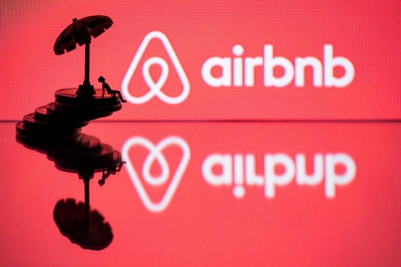 紐西蘭夫婦帶著小孩和姪女在歐洲旅行,孰料他們透過Airbnb在愛爾蘭訂房並入住時,竟發現客廳有針孔將一家人的生活直播給偷拍者觀看。(法新社)