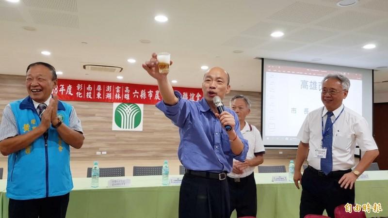 國民黨中評委認為,韓國瑜應宣示不喝酒,網友要他送醫療院所戒酒1、2年再出來。(資料照) ☆飲酒過量  有害健康  禁止酒駕☆