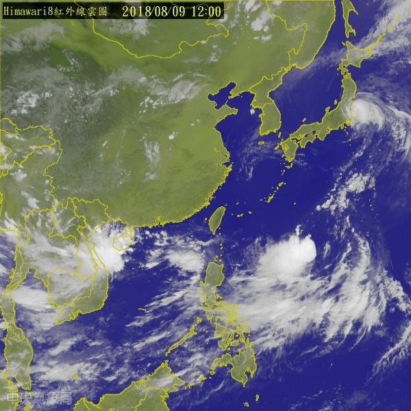 吳德榮指出,下週二將會有「熱帶系統」從台灣東方逐漸靠近,加上西南氣流通過,週三起對台灣恐怕會有「極大的威脅」。(圖擷取自中央氣象局)