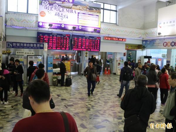 觀光局表示中客團不會減少,但呼籲旅遊業者應考慮擴展國內旅遊,或其他地區觀光客市場因應。(資料照,記者王錦義攝)