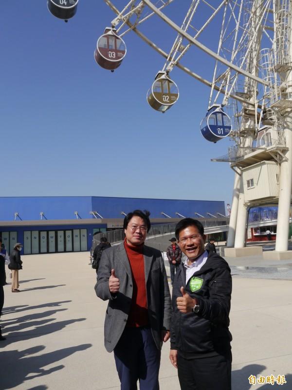 基隆市長林右昌(左)與台中市長林佳龍參訪三井OUTLET台中港。(記者張軒哲攝)