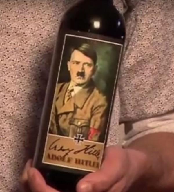 奧地利一名男子因為蒐集希特勒酒瓶,遭判刑6個月。(圖擷自Mirror)