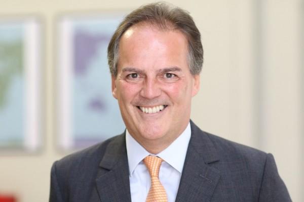 英國外交部副部長費爾德(Mark Field)說,英國企業不應受到壓力做出改變,英國外交部已經向中國政府表達關切。(圖擷取自Mark Field推特)