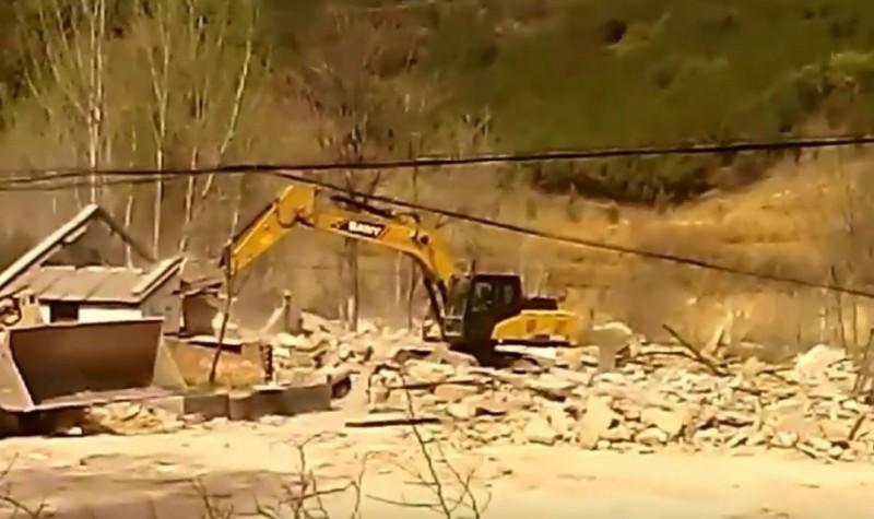河南省登封市最大的養豬場也被政府鎖定,下令拆除。(圖擷自Bitter Winter-寒冬YouTube)