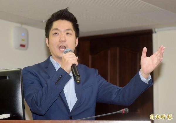 蔣萬安20日在臉書發文,內容為對政府勞工政策的質詢,他批評總統蔡英文完全搞錯方向,強調勞工要的是加薪,不是永無止盡的加班。(資料照)