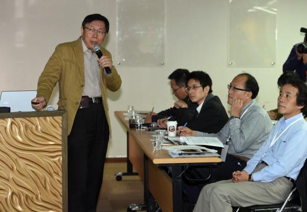 準台北市長柯文哲今出席台北市執政團隊市政共識營,被問及文化局長遴選爭議問題時表示,做出成績應該就是最好的回答。(記者羅沛德攝)