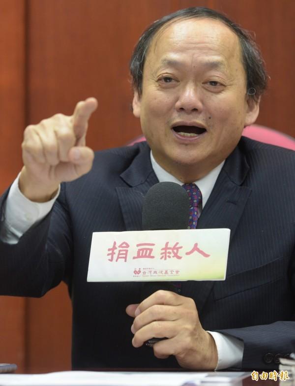 葉金川金下午召開記者會,表示他是在行政院要求之下辭職,壓力來自行政院。(記者張嘉明攝)