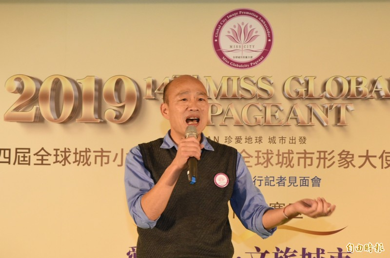 高雄市長韓國瑜昨晚與香港「中國駐港聯辦」主任王志民會面,引發爭議,他今天中午受訪時回說:「我要準備出賣高雄嗎?」(資料照)