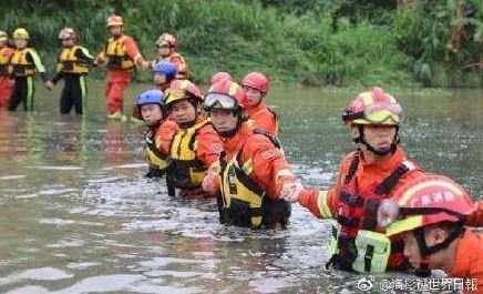 中國深圳河道工人遭暴雨洪水沖走,失蹤的11人證實全數罹難。(圖擷自微博)