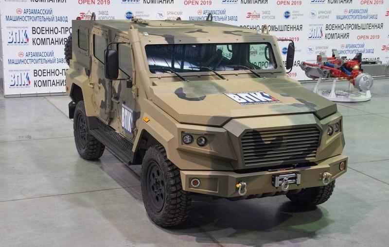 俄羅斯新型「箭式」戰術輪車亮相。(圖擷取自VPK)