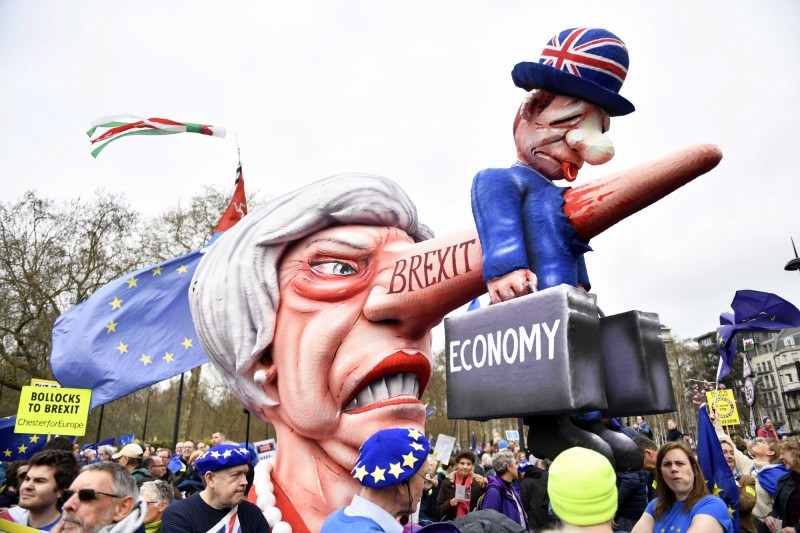 英國人民上街抗議,呼籲就脫歐最終協議進行公投。(歐新社)