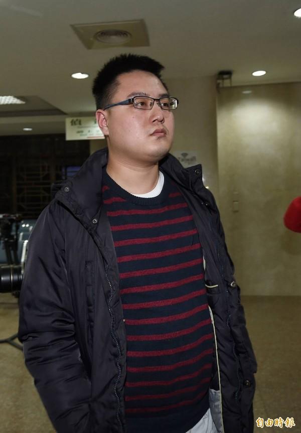 陳斯俊到北檢複訊。(記者方賓照攝)