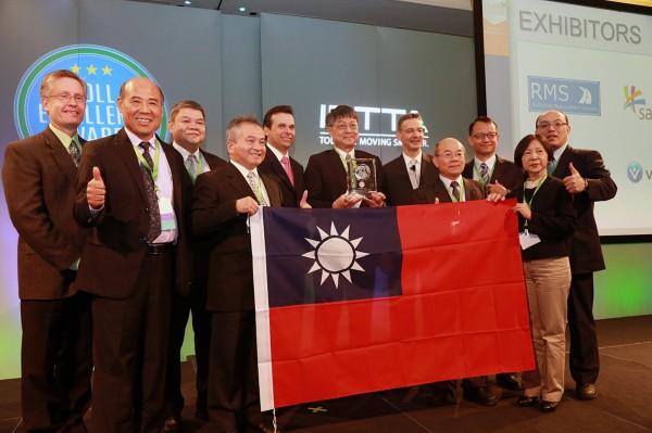 台灣ETC獲得IBTTA「收費系統服務與推廣類卓越獎」及「年度唯一首獎」。(高公局提供,中央社)