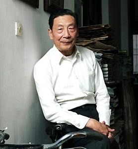 央視主持人畢福劍調侃毛澤東的影片引發軒然大波,中國經濟學家茅于軾(如圖)認為,很少像中國這樣一個國家,輿論呈現極度對立狀態,說明國家長期對言論管控,讓社會習慣只有一種聲音。(圖擷取自搜狐網)