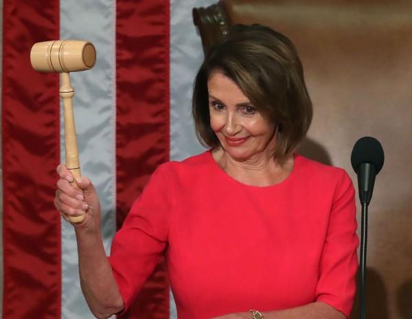被视为对中国强硬的民主党资深众议员裴洛西(Nancy Pelosi)3日回锅当选美国众议院议长。(法新社资料照)