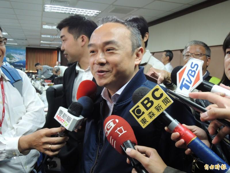 高雄市觀光局長潘恆旭表示中國將送兩隻貓熊給壽山動物園,對此律師呂秋遠反批,台灣人應關注本土物種,而非砸大錢養貓熊。(資料照)